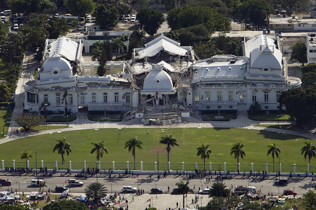 Το Προεδρικό Μέγαρο της Αϊτής μετά τον σεισμό της 12ης Ιανουαρίου 2010  Πηγή: Wikipedia: 2010 Haiti earthquake http://en.wikipedia.org/wiki/2010_Haiti_earthquake